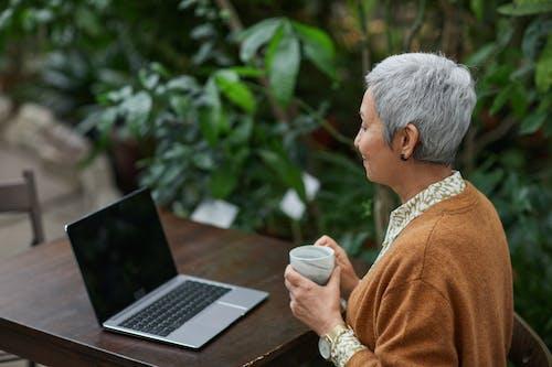 Photos gratuites de âgé, angle élevé, café