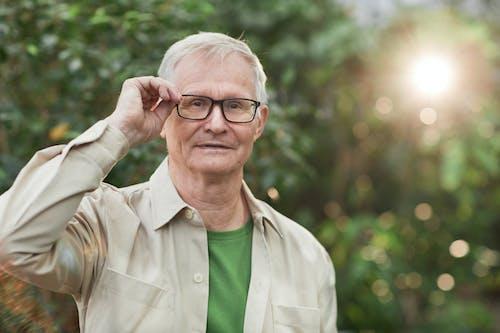 Man Wearing an Eyeglasses