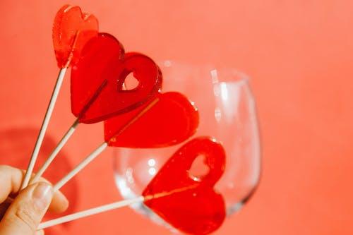 Foto profissional grátis de dedos, doces, formato de coração