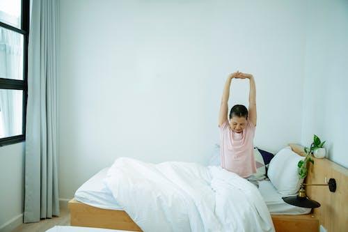 Gratis stockfoto met appartement, Aziatische vrouw, bed