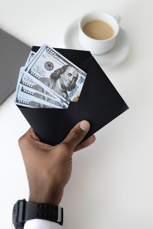 Бесплатное стоковое фото с Анонимный, безликий, бумажные счета