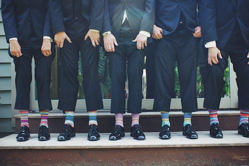 Безкоштовне стокове фото на тему «бізнесмени, барвистий, весілля, веселий»