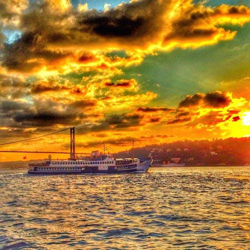 Бесплатное стоковое фото с закат, мост, парусник