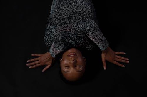 Imagine de stoc gratuită din cu ochii inchisi, femeie, femeie africană