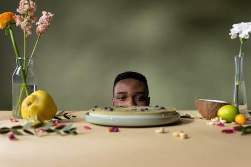Foto profissional grátis de bandeja, bolo, coco