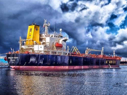 Darmowe zdjęcie z galerii z ciemne chmury, kontenerowiec, logistyka, morze
