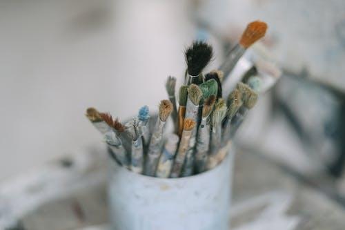 Darmowe zdjęcie z galerii z artysta, malarz, malatura