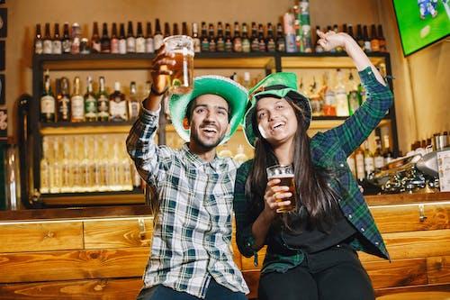 Kostenloses Stock Foto zu alkoholische getränke, bar, biere