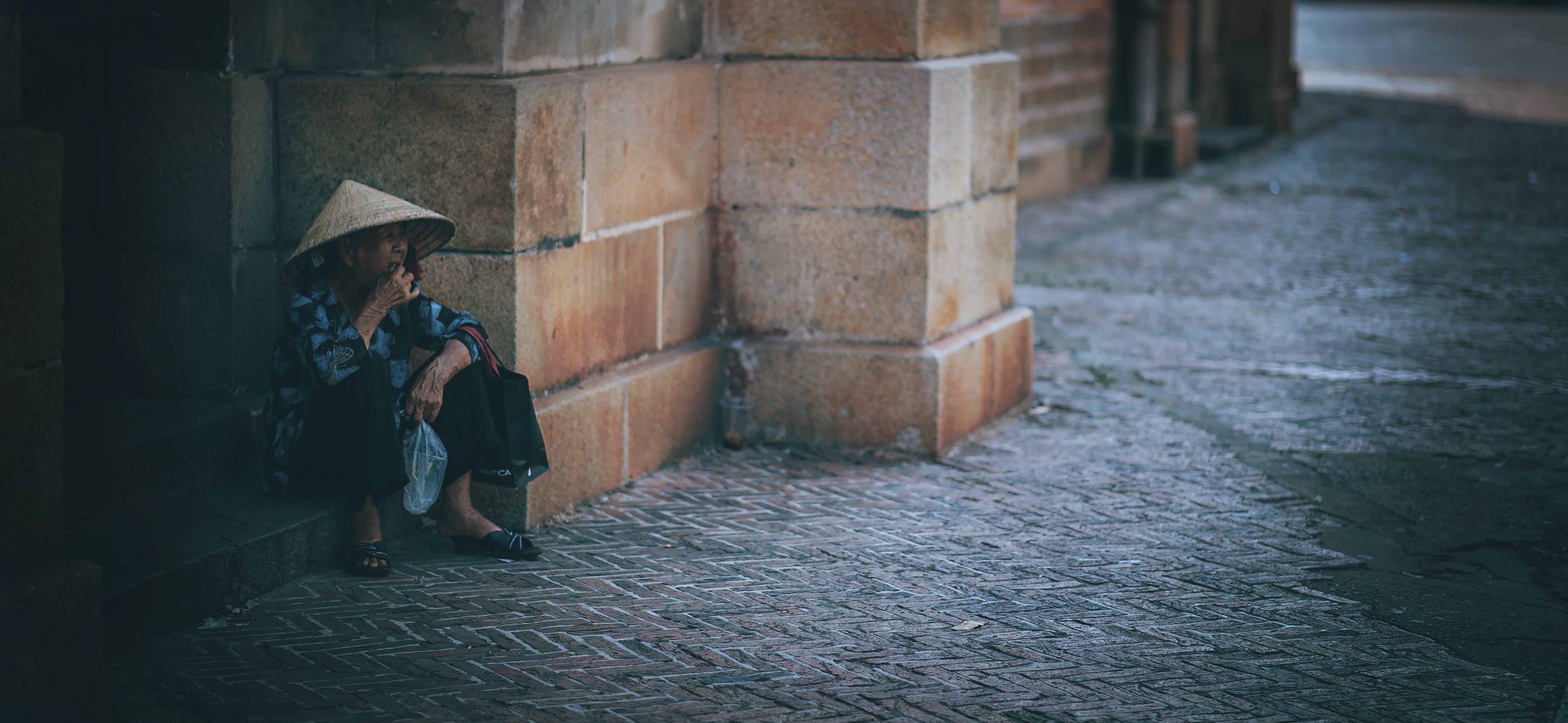 Fotos de stock gratuitas de adulto, arquitectura, calle, carretera