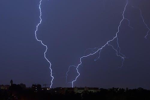 Ilmainen kuvapankkikuva tunnisteilla sää, salamointi, taivas, tumma