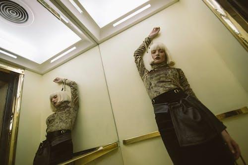 คลังภาพถ่ายฟรี ของ กระจกเงา, การถ่ายภาพ, การสะท้อน, คน