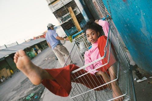 Kostnadsfri bild av dagsljus, flicka, fotografering, gata