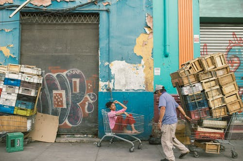 Foto d'estoc gratuïta de botigues, brut, caixa, caixes de fusta