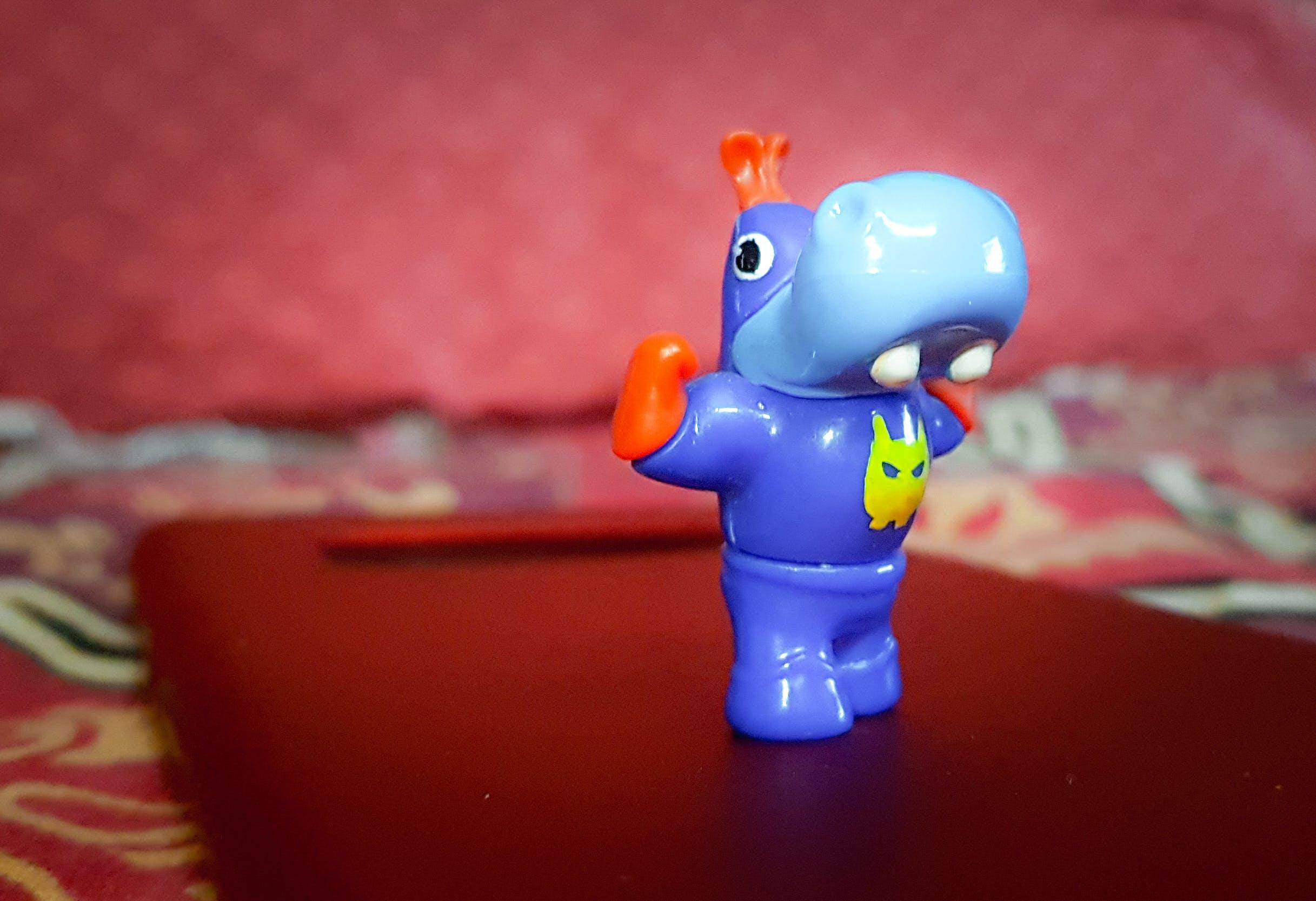 Kostenloses Stock Foto zu blau, miniatur-spielzeug, nilpferd, nilpferde