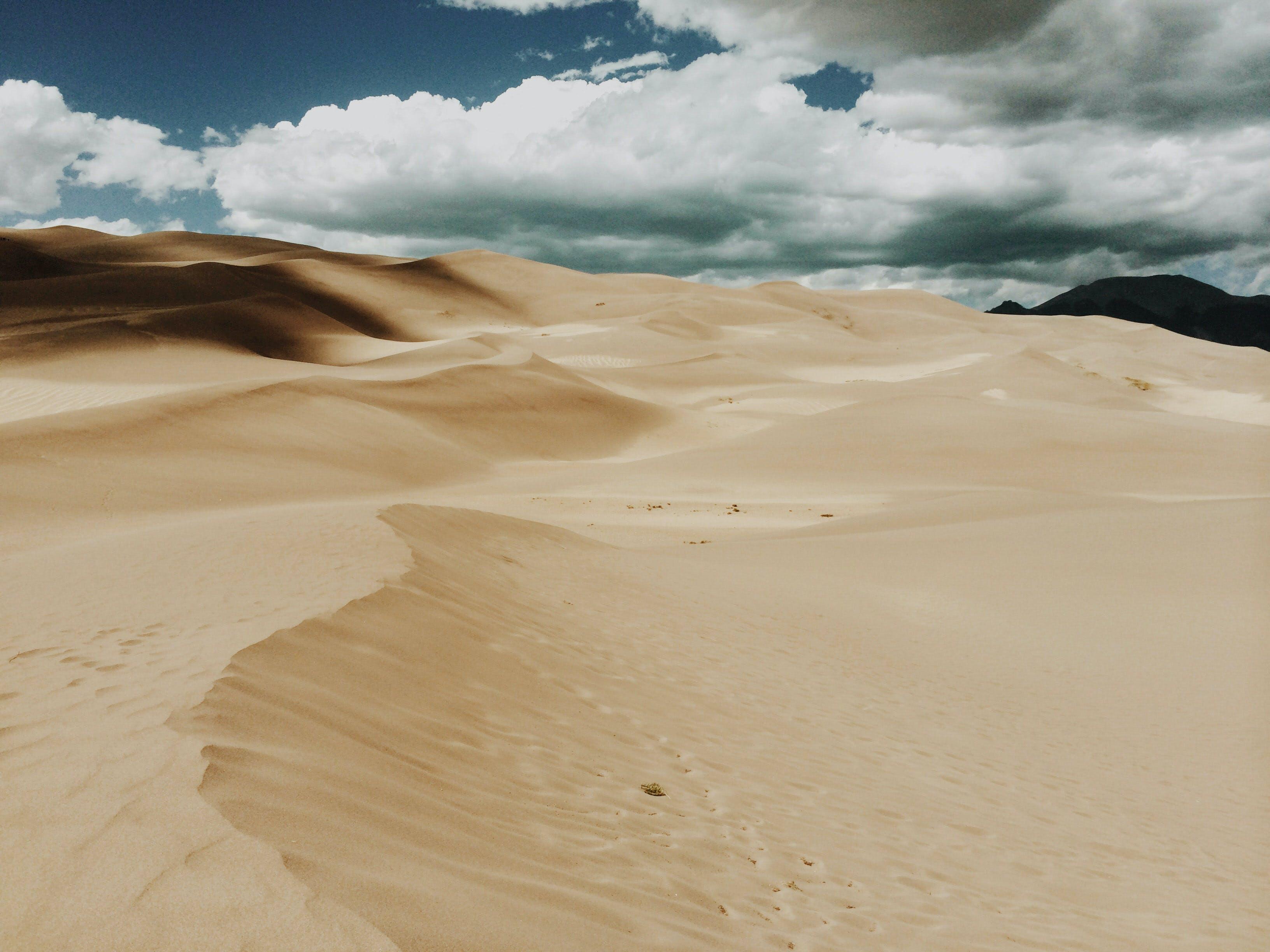 Kostenloses Stock Foto zu hitze, landschaft, sand, wolken