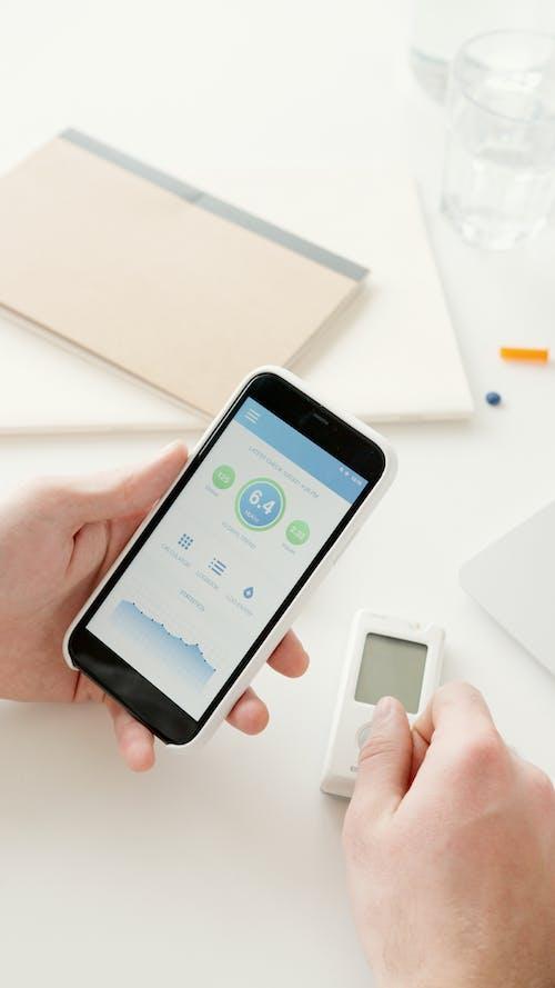 Ilmainen kuvapankkikuva tunnisteilla älypuhelin, appi, asetelma