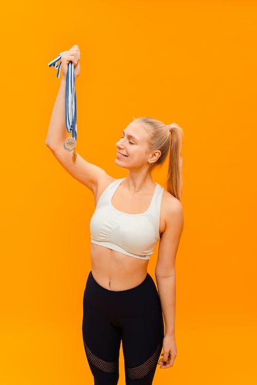 คลังภาพถ่ายฟรี ของ orange_background, การออกกำลังกาย, ชุดกีฬา
