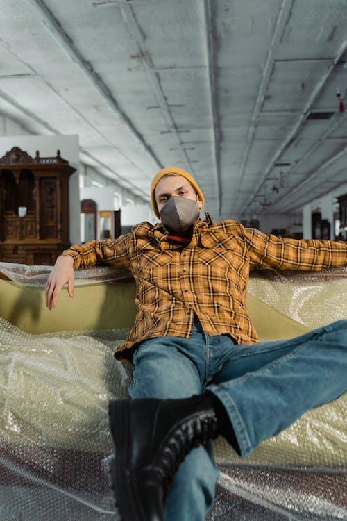 Gratis stockfoto met bank, divan, geruit overhemd