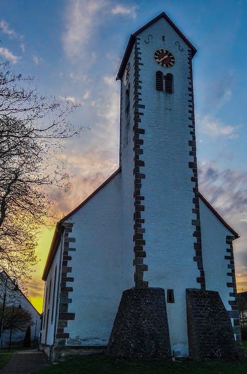 Kostenloses Stock Foto zu himmel, kirche, römische kirche, sonnenuntergang