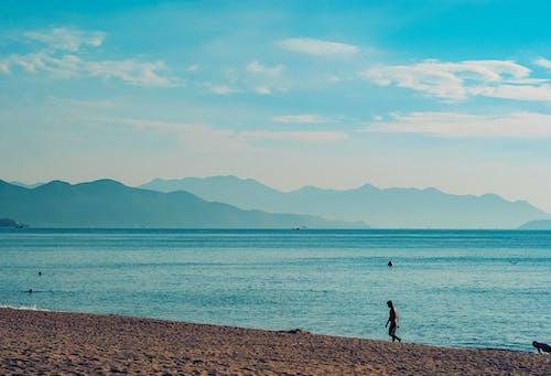 Foto d'estoc gratuïta de a la vora de l'oceà, aigua, cel, esbarjo