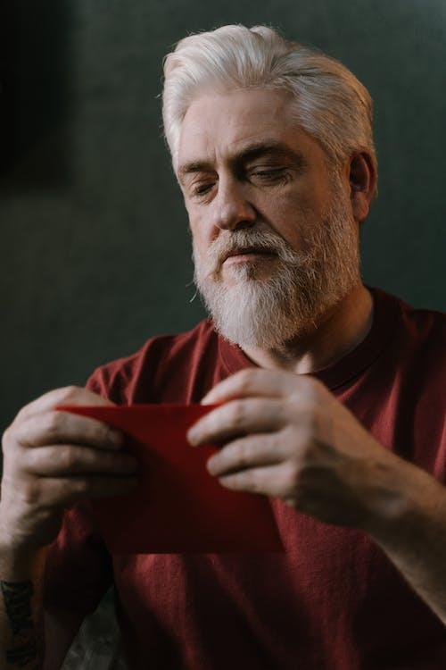 Gratis stockfoto met bejaarden, creditcard, creditkaart
