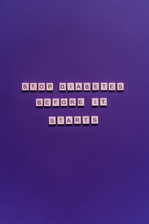 Kostnadsfri bild av bokstäver, brev, lila bakgrund