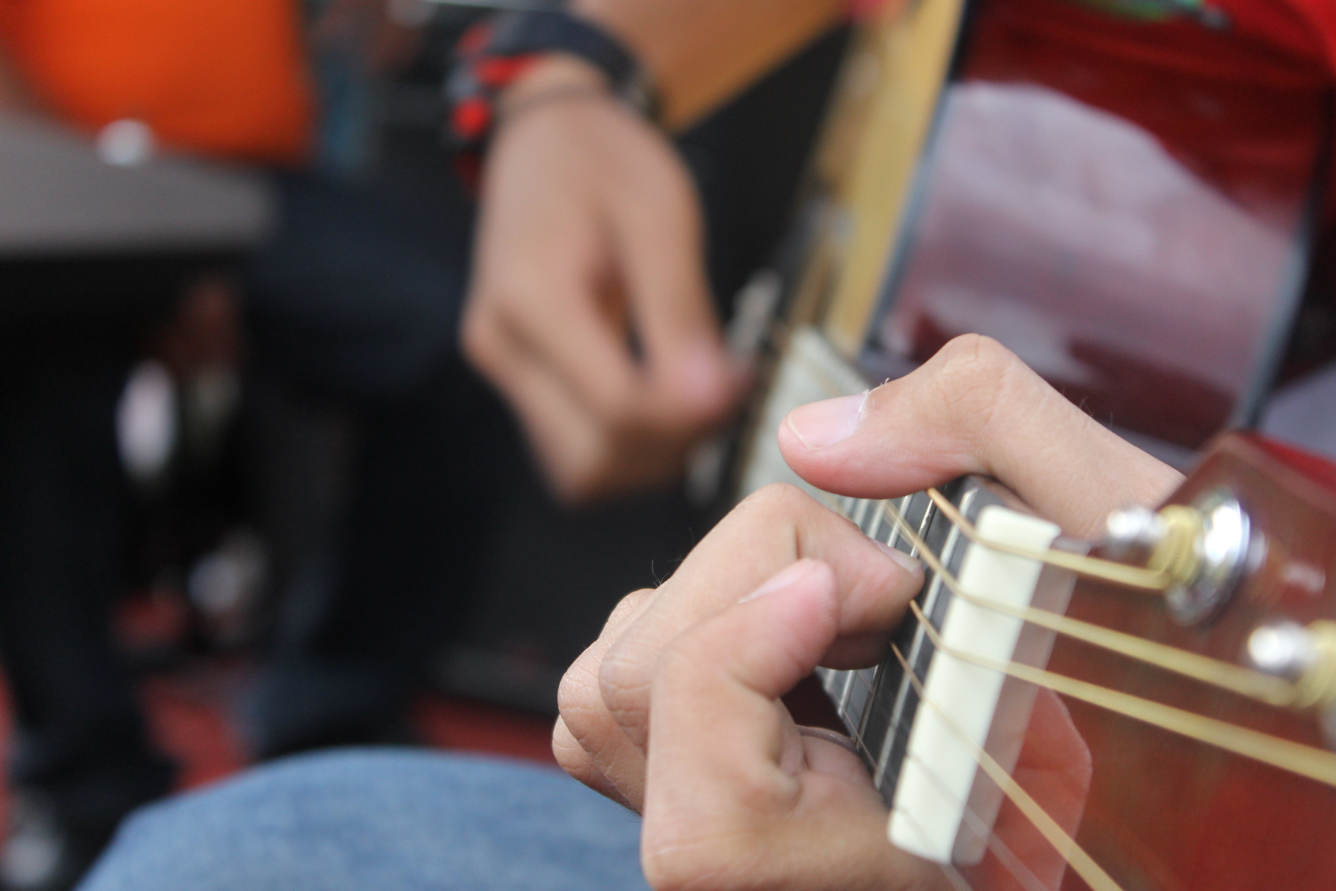 Kostenloses Stock Foto zu akkorde, gitarre, musik, musiker