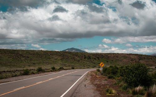 Darmowe zdjęcie z galerii z asfalt, autostrada, chmury