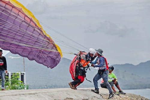 Photos gratuites de décollage, euphorie, faire du parapente