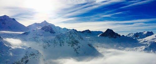 Ilmainen kuvapankkikuva tunnisteilla alpit, flunssa, huippu, lumi