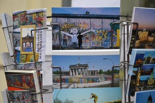Berlin, doğrum günü kartları, kartpostallar içeren Ücretsiz stok fotoğraf
