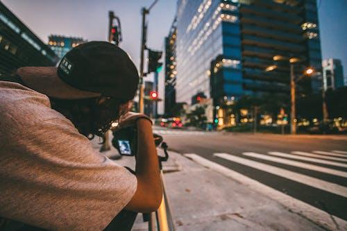 Foto stok gratis fotografer, fotografi, jalan, jalur penyeberangan pejalan kaki