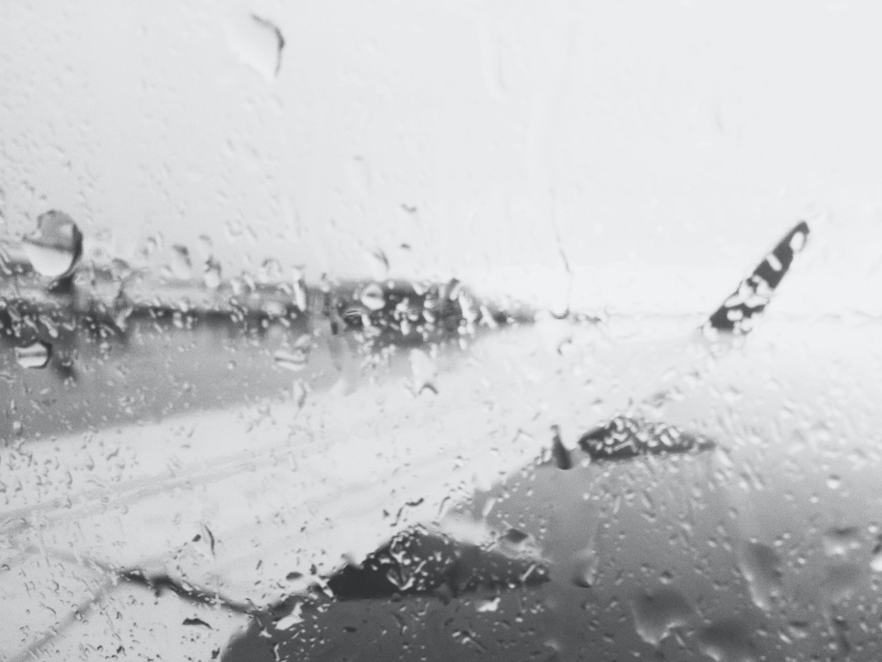 คลังภาพถ่ายฟรี ของ การเดินทาง, ขาวดำ, ปีก, ฝนตก