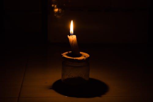 Foto stok gratis cahaya lilin dalam gelap