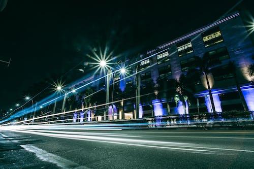 arabalar, araçlar, gece, ışıklar içeren Ücretsiz stok fotoğraf