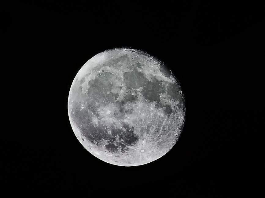 Born Under The Waning Gibbous Moon Phase Heres Your Lunar Personalit