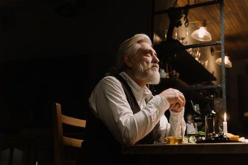 Fotos de stock gratuitas de anciano, barbudo, botella de vino