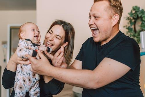 Gratis stockfoto met baby, baby'tje, blij