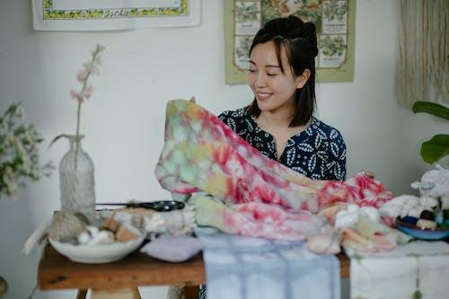 Бесплатное стоковое фото с азиатка, бодрый, в помещении