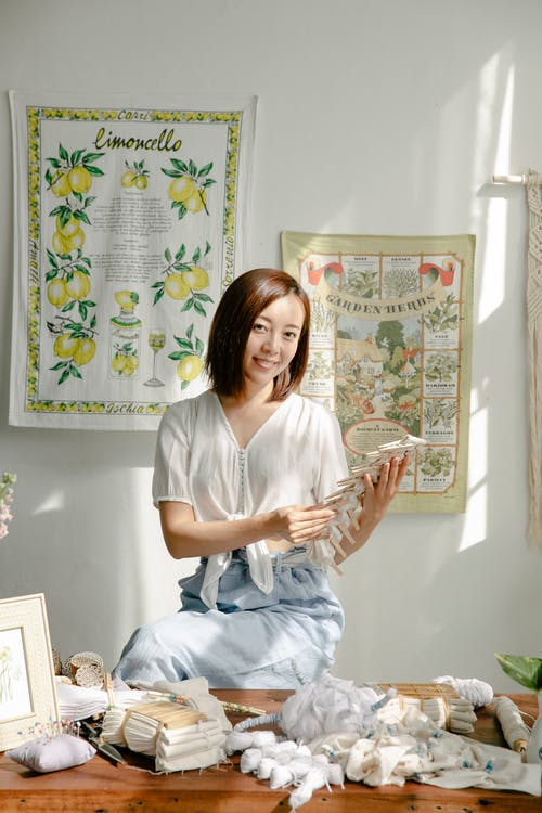 Gratis stockfoto met ambacht, Aziatische vrouw, baan
