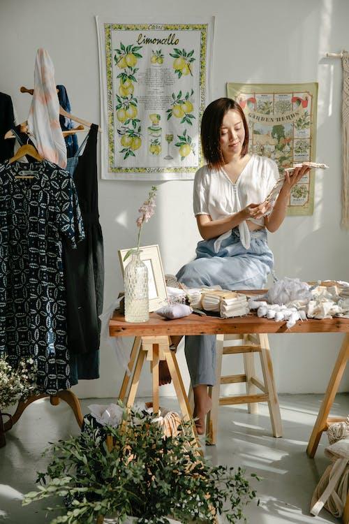 Gratis stockfoto met atelier, Aziatische vrouw, baan