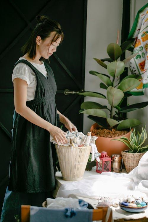 Бесплатное стоковое фото с азиатка, ателье, вид сбоку