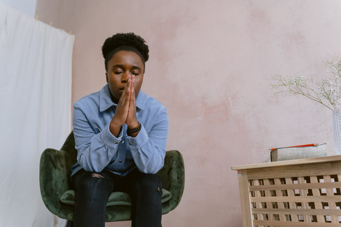 Foto profissional grátis de afro-americano, cabelo afro, cadeira