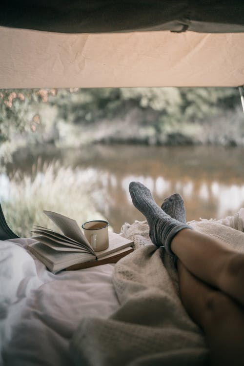 ayaklar, bacaklar, çoraplar içeren Ücretsiz stok fotoğraf