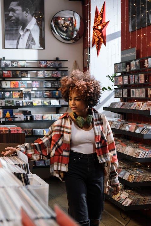 Foto profissional grátis de cabelo afro, camisa xadrez, checagem