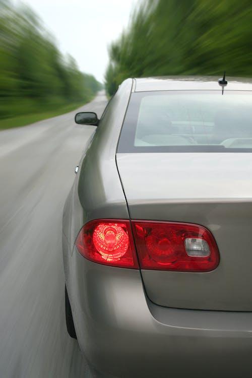 Foto profissional grátis de automobilístico, automóvel, conduzir, estrada