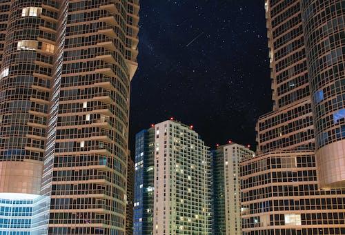 Foto profissional grátis de arranha-céu, céu noturno, condomínio, edifícios