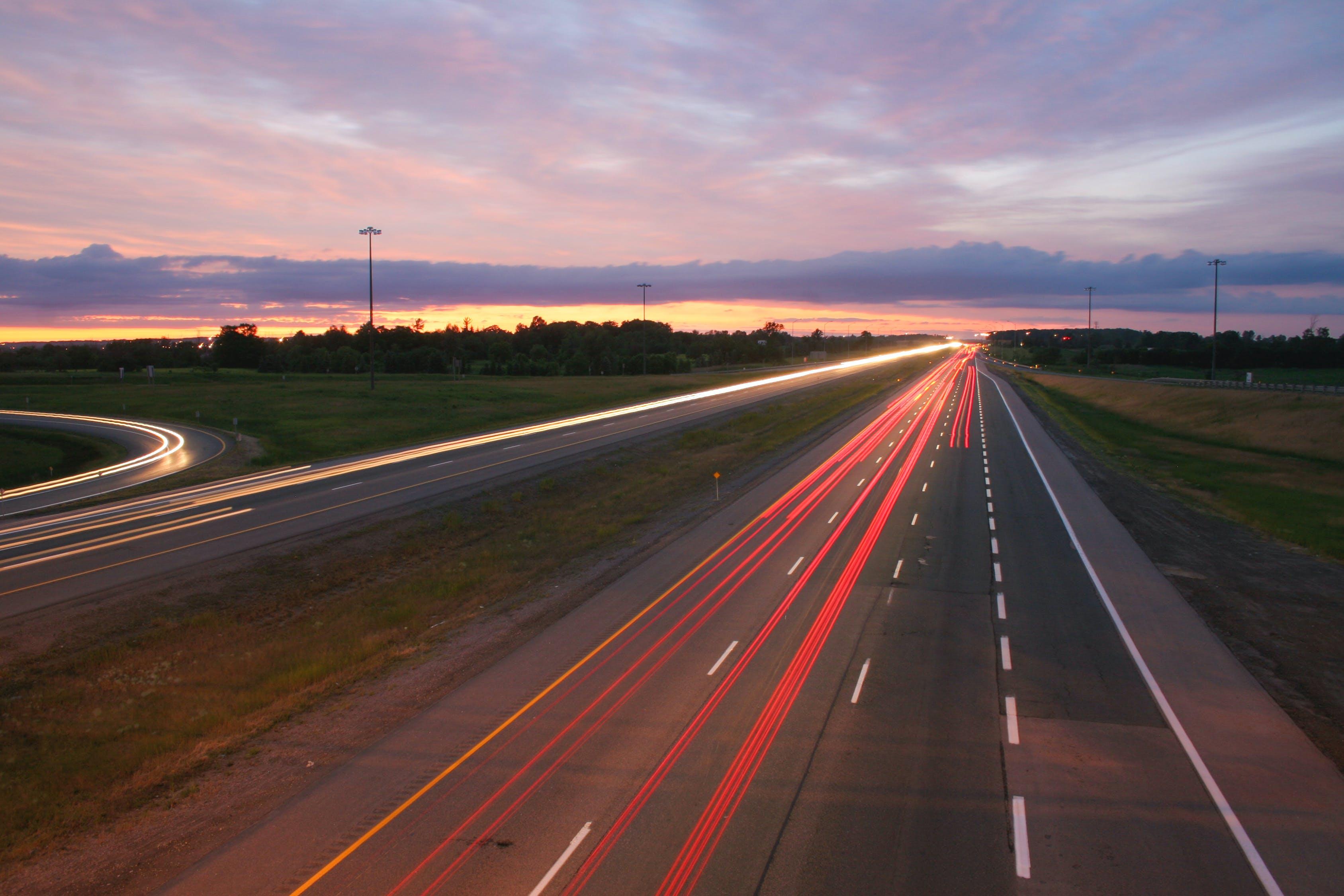 中国高速路首尾相连可绕地球近4圈:总里程达16万公里