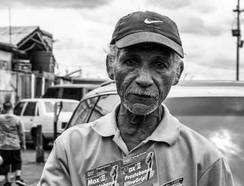 Foto profissional grátis de homem, idosos, mais velhos, P&B