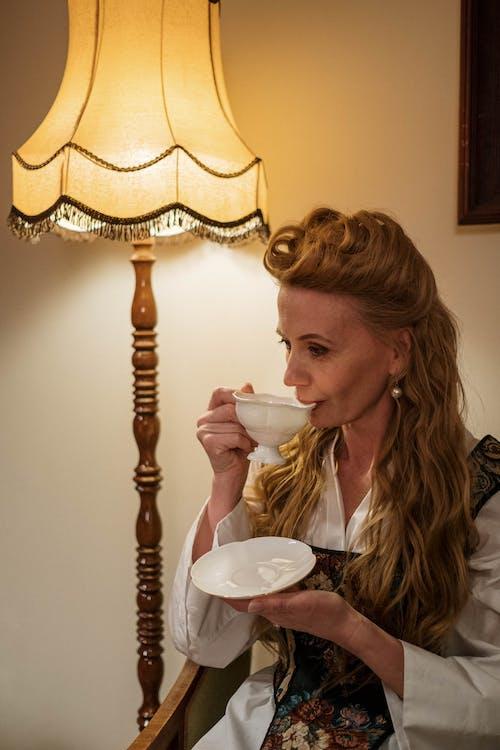 Foto d'estoc gratuïta de adult, atractiu, beguda